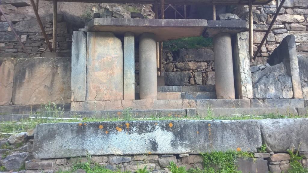 Rzeźbione kolumny Chavin de Huantar