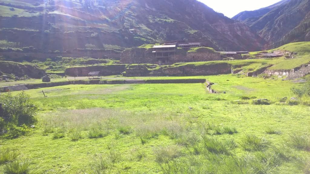 Widok na ruiny Chavin de Huantar