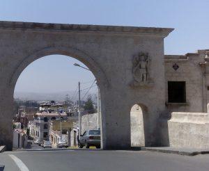 Widok na miasto Arequipa z placu Yanahuara
