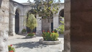 Dziedzińce i krużganki Zakonu Świętej Katarzyny (Santa Catalina)